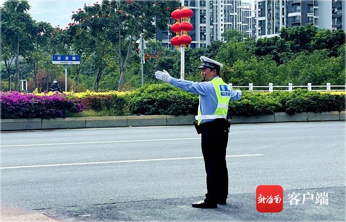 """三亚""""85后""""交警春节期间坚守一线 全力保障市民游客出行顺畅"""