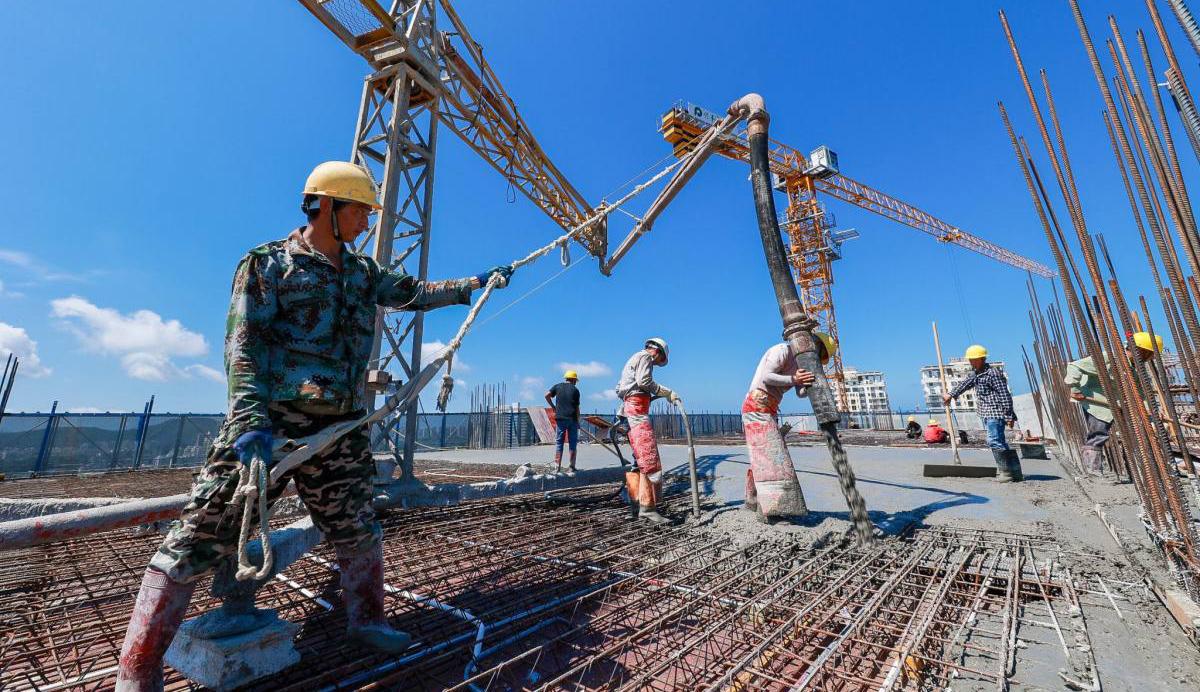 三亚吉阳区摄影大赛采风团走进月川单元 见证如火如荼城市建设加速度